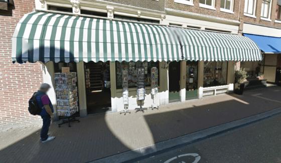 Stomerijtje Amsterdam About blanks reseller